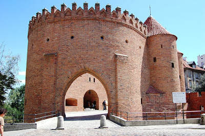barbacane-Varsavia-muratura-mattoni