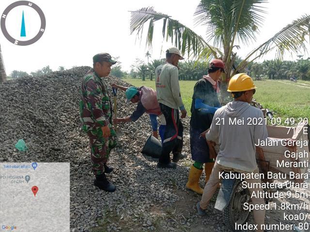 Memantau Pengerjaan Pembuatan Saluran Irigasi Dilakukan Personel Jajaran Kodim 0208/Asahan Diwilayah Binaan