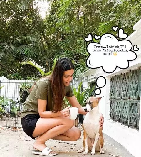 actress-started-drinking-tea-to-her-pet-dog-when-bored-in-lockdown
