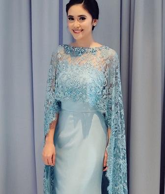 Model Baju Kebaya Renda Brokat Elegan Warna Biru