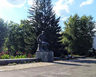 Золотоноша. Парк ім. Шевченка і скульптура Кобзаря