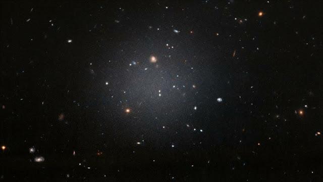 """Astrofísicos aclaran el enigma de la galaxia """"sin materia oscura"""""""
