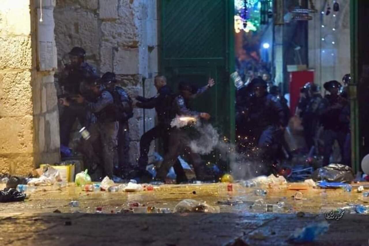 Al-Aqsa Memanas, Penjajah Israel Serang Warga Palestina di Halaman Masjid Usai Tarawih