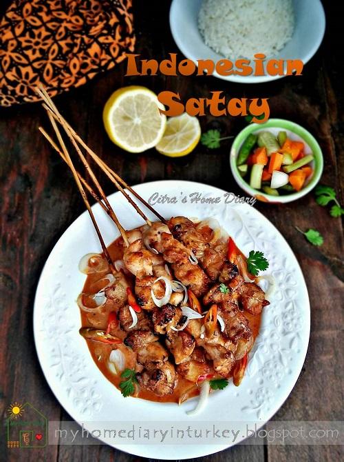 AUTHENTIC INDONESIAN SATAY RECIPE With Homemade Satay Peanut Sauce / RESEP SATE AYAM BUMBU KACANG | Çitra's Home Diary. #indonesiansatayrecipe #resepsateayam #resepbumbusatekacang #sataysaucerecipe #howtomakesataysauce #peanutsauce #chickensatay #indonesianfoodrecipe #resepmasakantradisional #bumbusateresep