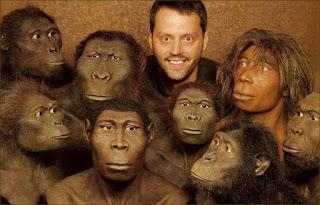 улыбающийся человек среди предков питекантропов кроманьонцев неандертальцев и обезьян