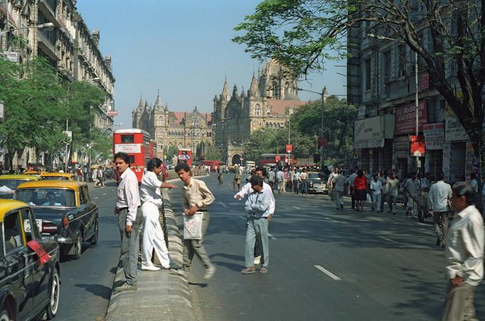 Mumbai, Dadabhai Naoroji Road, Victoria station, © L. Gigout, 1991