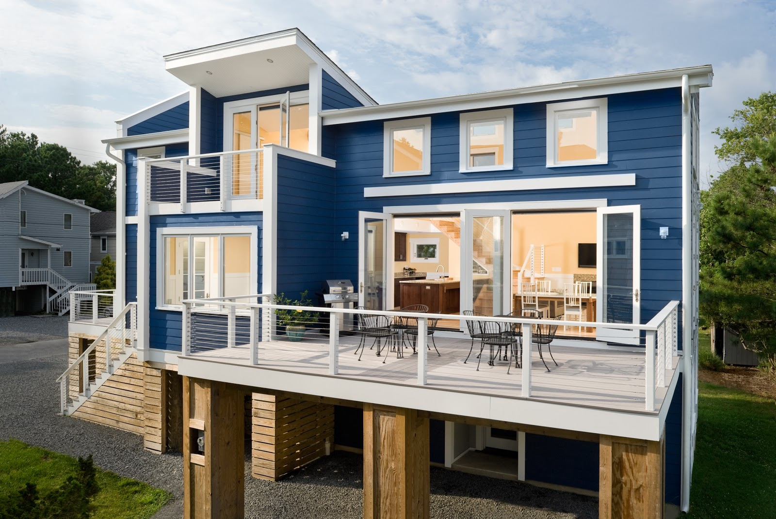 The New Beach House: Two Pretty Cool Houses