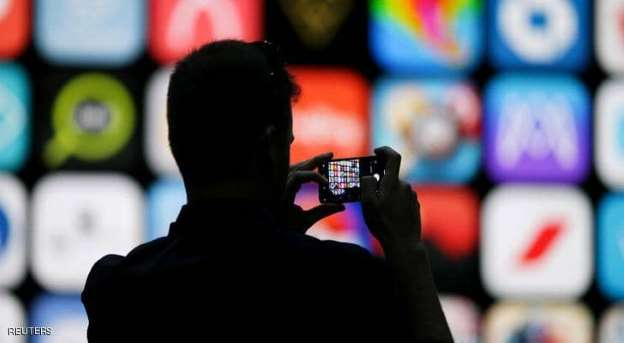 فيسبوك يتجسس على مالكي أجهزة iPhone
