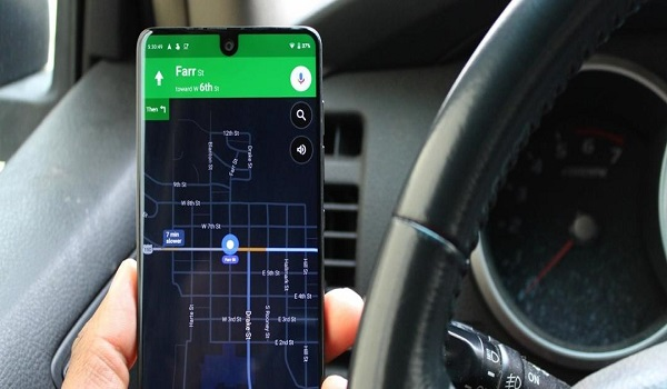 How to activate night mode on google maps