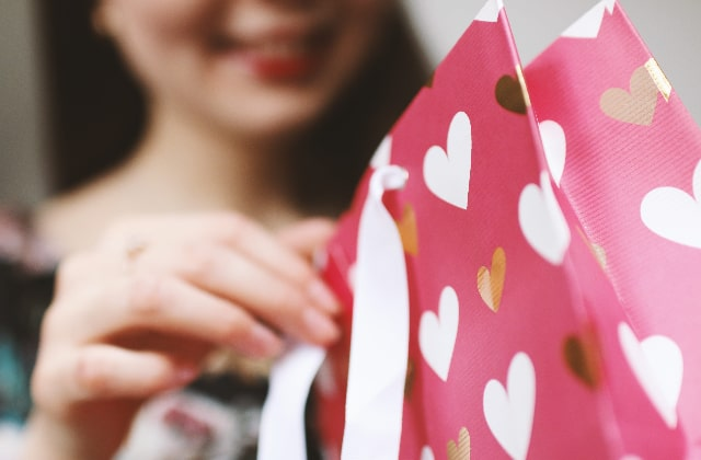 7 Thoughtful Gift Ideas Your Woman Will Absolutely Love