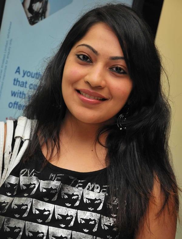 Tamil Tv Anchor Ramya Photos In Black T shirt Jeans