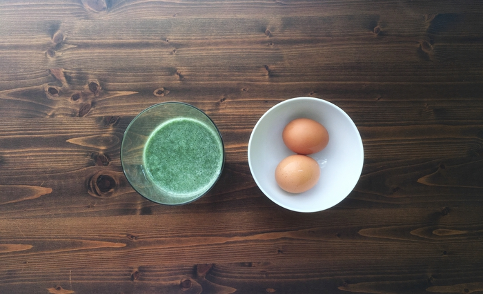 Simple green smoothie for hormonal acne