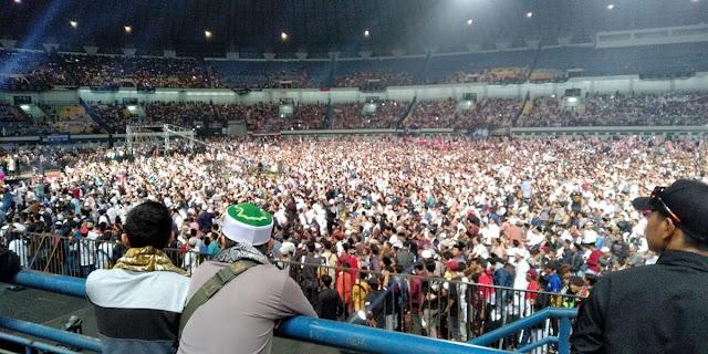 Lebih 100.000 Jamaah Padati Tabligh Akbar Ustadz Abdul Somad di Stadion GBLA Bandung