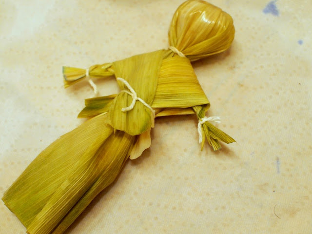 completed corn husk doll