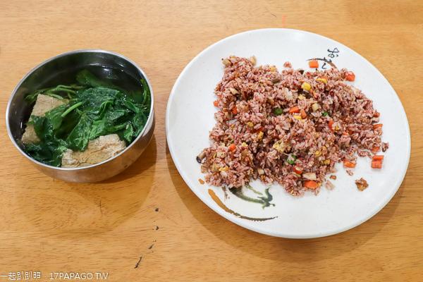 台中大里佑聖齋素食,手工製作養生紅麴蛋炒飯,多種口味炒飯麵食