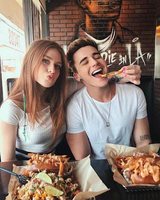 foto tumblr de amigos comiendo