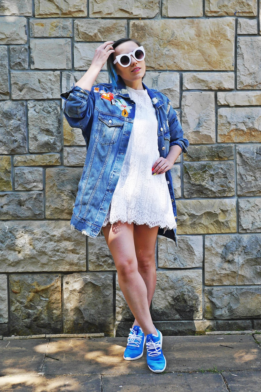 7_adidas_tennis_holi_hu_blue_lace_dress_denim_jacket_karyn_blog_modowy_140518