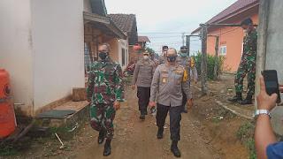 Kapolda Jambi Bersama Danrem GAPU 042 Tinjau TPS Pelaksanaan PSU PILGUB