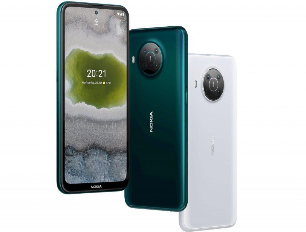 يتميز كلا الجهازين بشاشة LCD مقاس 6.67 بوصة بدقة تبلغ 2400 × 1،080. يستهدف السطوع 450 شمعة في المتر المربع ، ويتم تحديد النطاق اللوني بنسبة 82٪. لسوء الحظ ، لا يوجد معدل تحديث مرتفع ولا يوجد ذكر لحماية الزجاج. تتضمن العبوة فيلمًا زجاجيًا ، لذلك نفترض أنها الطريقة المتوفرة لحماية شاشتك من الخدوش.  اقرأ أيضًا: يتلقى Nokia 8.1 و Nokia 2.3 تحديث Android 11  انضم إلى GizChina على Telegram كما ذكرنا سابقًا ، فإن Nokia X20 هو الهاتف الذكي للكاميرا في هذا الثنائي. يأتي مزودًا بكاميرا رئيسية بدقة 64 ميجابكسل كاملة مع بصريات ZEISS وميزات برمجية لتصنيف الألوان. لسوء الحظ ، الكاميرا الرئيسية هي أكثر الوحدات جاذبية في هذا المستشعر. النهاش الثانوي عبارة عن وحدة عريضة للغاية ، توفر دقة تصل إلى 5 ميجابكسل فقط. تحاول Nokia جذب العملاء بميزات خيالية معينة مثل ميزة Dual-Sight التي تتيح لك التقاط الصور وتسجيل مقاطع الفيديو باستخدام كاميرتين في وقت واحد. الوحدتان الأخريان هما ماكرو 2 ميجابيكسل ومستشعر عمق 2 ميجابيكسل. النهاش الأمامي هو صورة شخصية بدقة 32 ميجابكسل مع تركيز ثابت.   نوكيا X10 من ناحية أخرى ، يحتوي هاتف Nokia X10 على كاميرا رئيسية بدقة 48 ميجابكسل ، والتي لا تزال تتلقى علاج ZEISS. المستشعرات الأخرى متطابقة ، لكن تم تخفيض دقة الكاميرا إلى 8 ميجابكسل. من حيث الاتصال ، يتميز كلا الهاتفين الذكيين بشبكة 5G و Wi-Fi 5 و Bluetooth 5.0 مع aptX HD / Adaptive و NFC. تشمل المواصفات الأخرى USB-C ، ومقبس سماعة الرأس مقاس 3.5 مم ، وجهاز استقبال راديو FM.  يستمد كلا الهاتفين الطاقة من نفس البطارية التي تبلغ 4470 مللي أمبير في الساعة مع دعم الشحن السريع بقوة 18 وات. ومع ذلك ، بدأت HMD في السير في نفس الطريق مثل Samsung و Xiaomi و Apple. في بعض المناطق ، سيحتفظ X20 ببنة الشحن الخاصة به ، لكن X10 سيأتي دائمًا بكابل USB-C فقط. على أي حال ، سيأتي كلا الهاتفين الذكيين بنظام Android 11 vanilla. يمكن للمستخدمين أيضًا توقع عامين من ترقيات Android الرئيسية وثلاث سنوات من تصحيحات الأمان. تحتوي الهواتف على ماسحات ضوئية لبصمات الأصابع مثبتة على الجانب وأزرار مخصصة لمساعد Google. يتميز X10 بتصنيف IP52.  التسعير والتوافر سيصل Nokia X20 إلى الرفوف في مايو بسعر 350 يورو. سيصل Nokia X10 بعد شهر في يونيو بسع