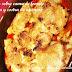 Bacalao sobre cama de tomate y patata y costra de ajionesa. Me da la risa con el nombrecito que le he puesto ...