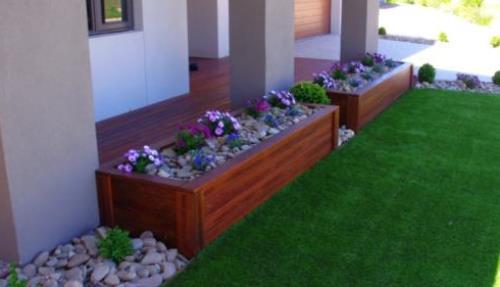 Bagian depan rumah umumnya dibentuk sebagai teras dan taman Rancangan Cara Membuat Taman Depan Rumah