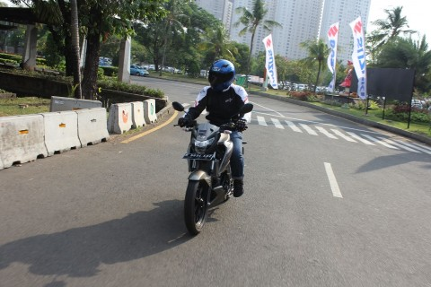posisi riding yang baik ditentukan jenis sepeda motor, bukan karena tinggi pengendara