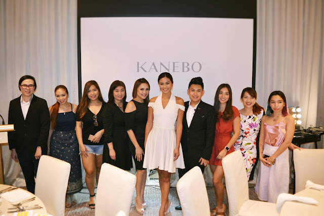 a photo of Nikki Tiu with Philippine Beauty Bloggers and Vloggers at Kanebo Philippines launch