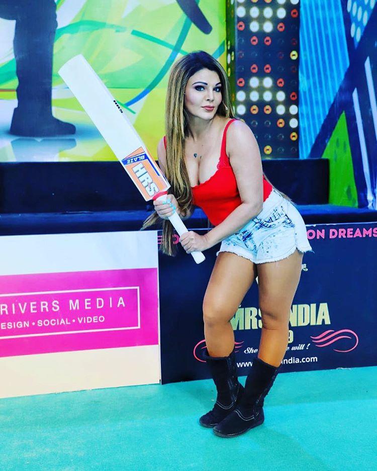 TV show playing Cricket Rakhi Sawant Photo