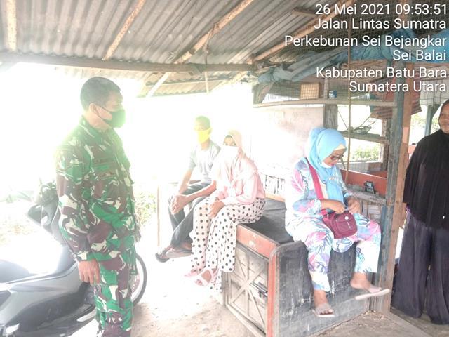 Dengan Cara Komsos Personel Jajaran 0208/Asahan Minta Masyarakat Jangan Sampai Melanggar Protokol Kesehatan