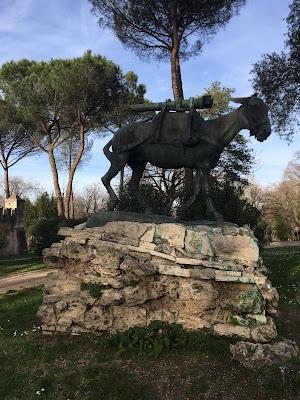 Statua Mulo Canonica