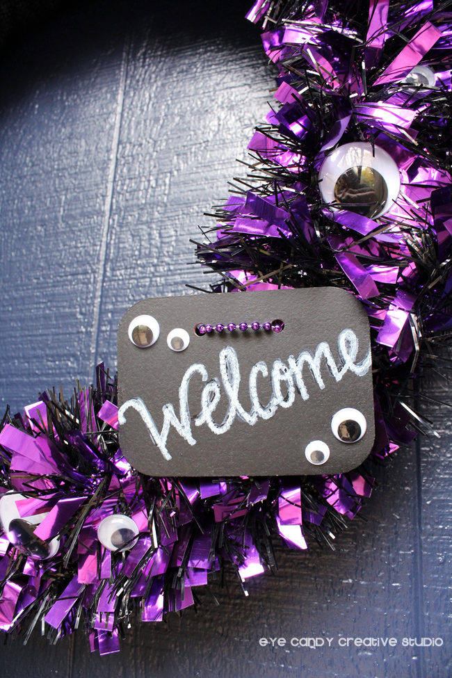 chalkboard welcome sign, googly eyes on wreath, hot to make a wreath