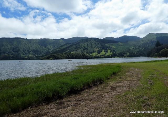 paseo por la laguna de Sete Cidades Azores