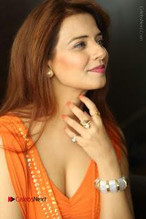 Actress Saloni Aswani Pos in Short Dress at Meelo Evaru Koteeswarudu Movie Interview  0044.JPG