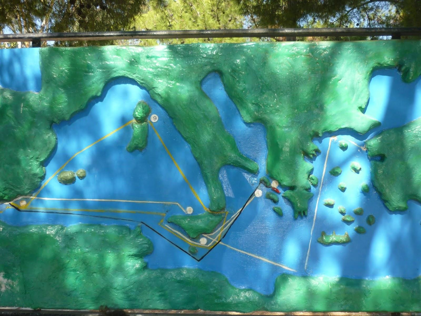 Plastico itinerario Ulisse nella piazza di Stavros