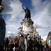 """Manifestantes contra el racismo en París gritan """"sucios judíos"""" a los contramanifestantes"""