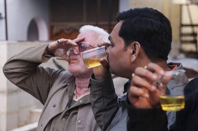 Kelompok Hindu India Gelar Ritual Minum Air Kencing Sapi Tangkal Virus Corona
