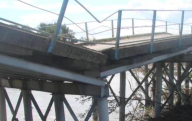 Обвал мосту в Карпатах відрізав від цивілізації ціле село