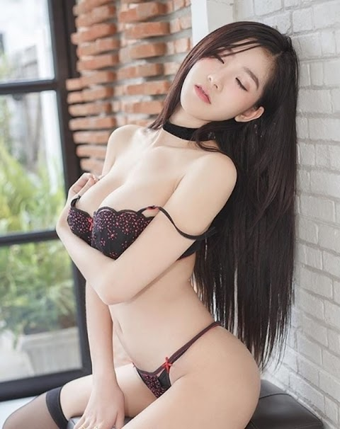 Hot Girl Dịu Dàng Khoe Dáng