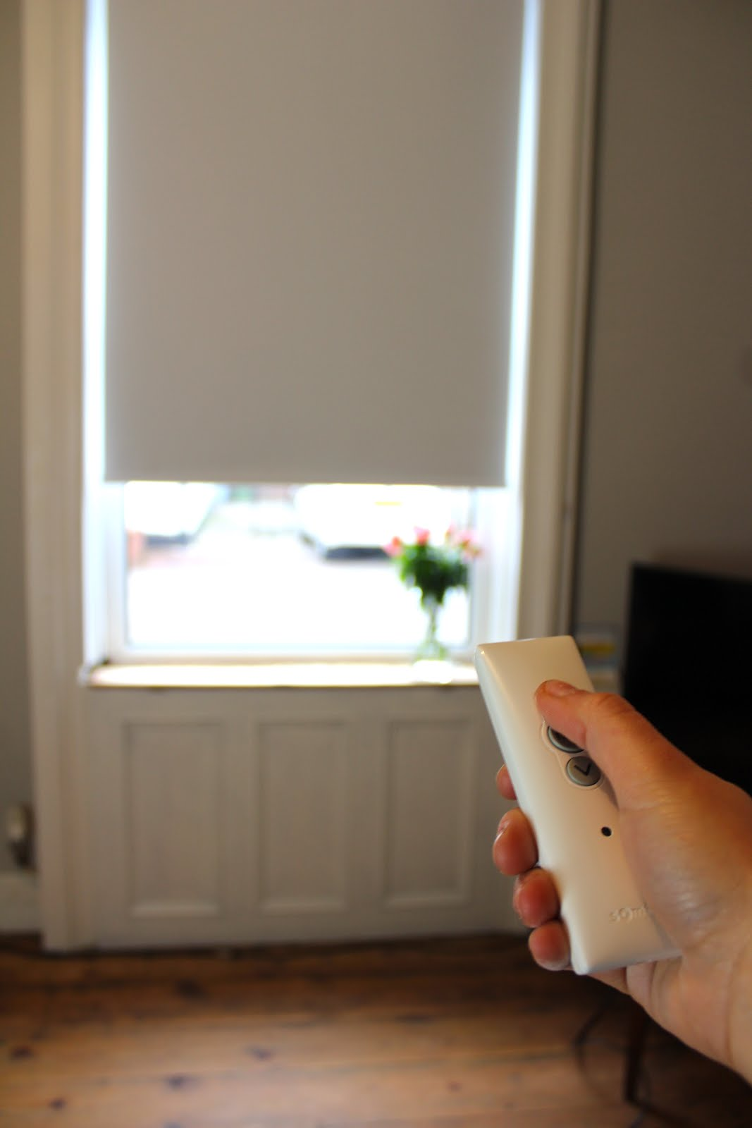 How to work an electric blind