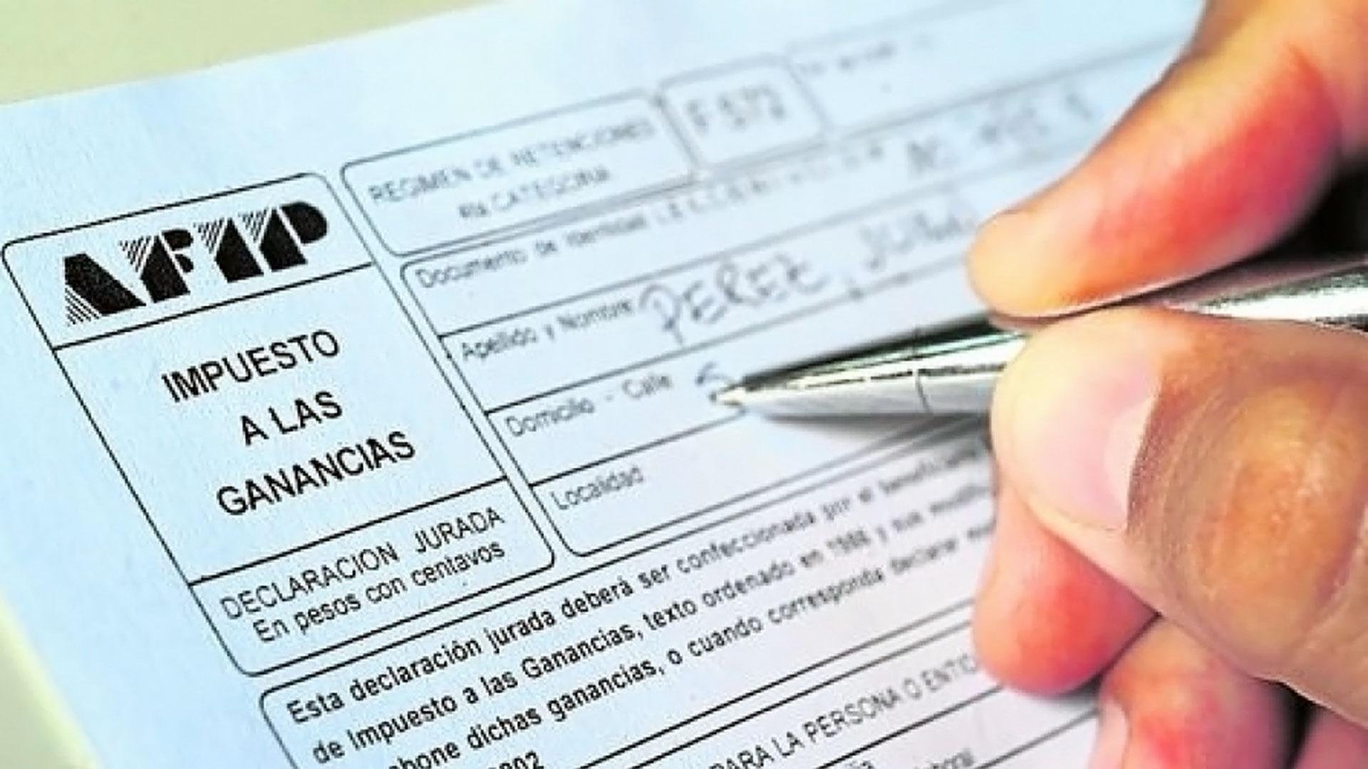 El oficialismo presentó un proyecto para que no paguen Ganancias los que cobran hasta 150 mil pesos