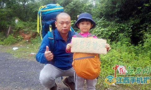Bố mẹ huấn luyện bé gái 4 tuổi đi bộ được 30 km/ngày