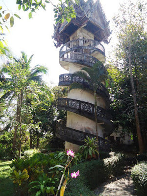 หอระฆัง หลวงพ่ออุตตมะสร้างขึ้นตามแบบ หอดูเมืองของมัณฑะเล