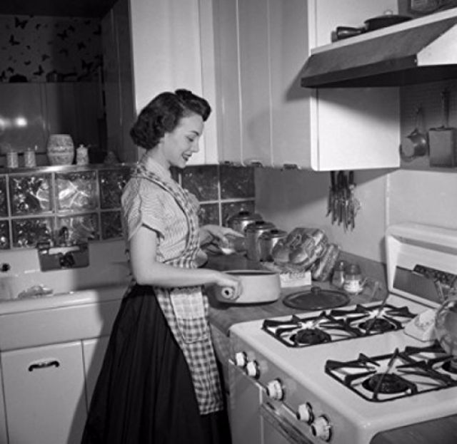 Retro Woman In Kitchen: 32 Photos Of Young Housewives From Between The 1940s And
