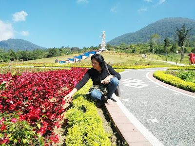 Nyoman Misnawati di blooms garden