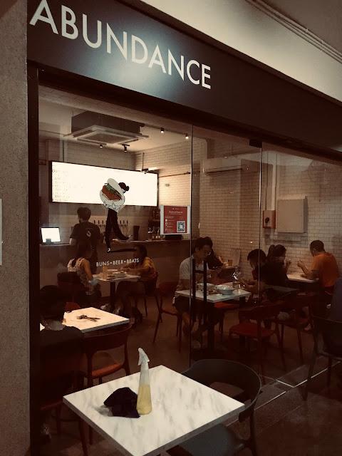 Abundance, Lengkok Bahru