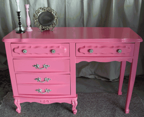 No1SassygrlMAIL: Day Dreaming about PINK desks...