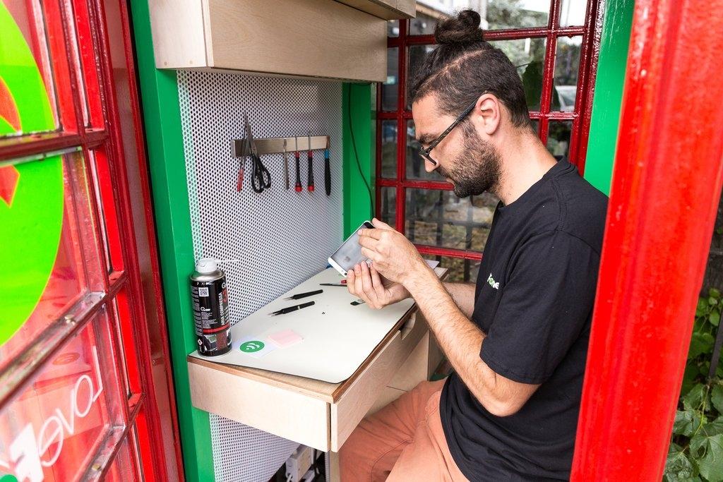 03-Lovefone-iPhones-and-Google-Nexus-Repair-Shop-in-British-Red-Phone-Box-www-designstack-co