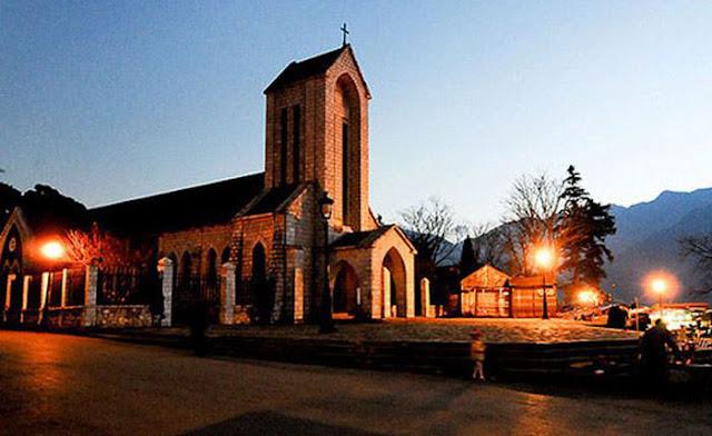 Thị trấn Sapa về đêm - nhờ thờ đá Sapa