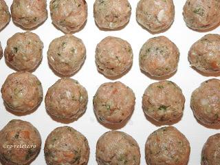 Chiftelute reteta de casa cu carne tocata de porc ceapa usturoi paine sare piper boia marar retete culinare chiftele parjoale tocaturi,