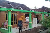 Desa Kedungringin Diterpa Angin Kencang, Seorang Lansia Tertimpa Rumah Roboh